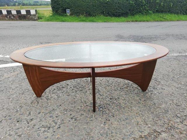 table basse astro ovale en teck avec plateau en verre par victor wilkins pour g plan 1960s