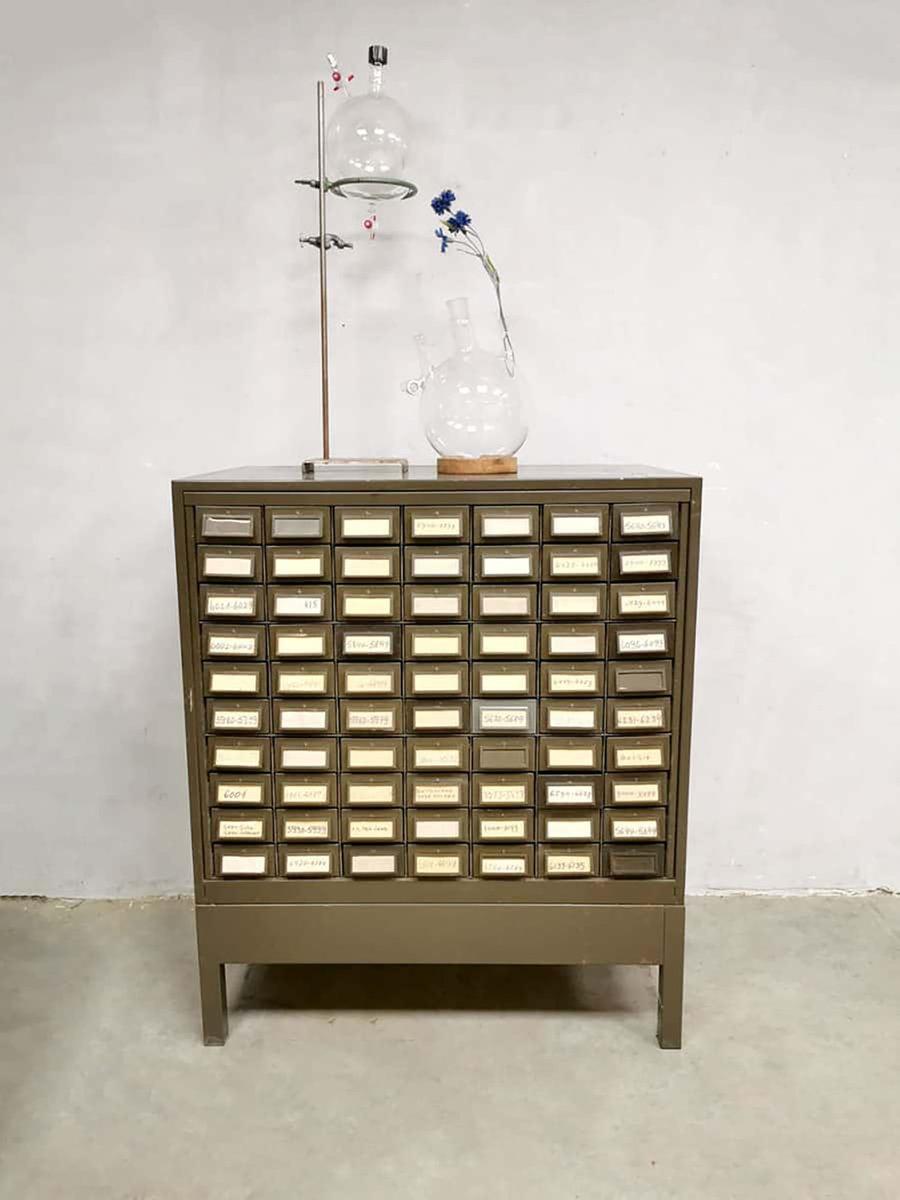 meuble de rangement industriel vintage en metal