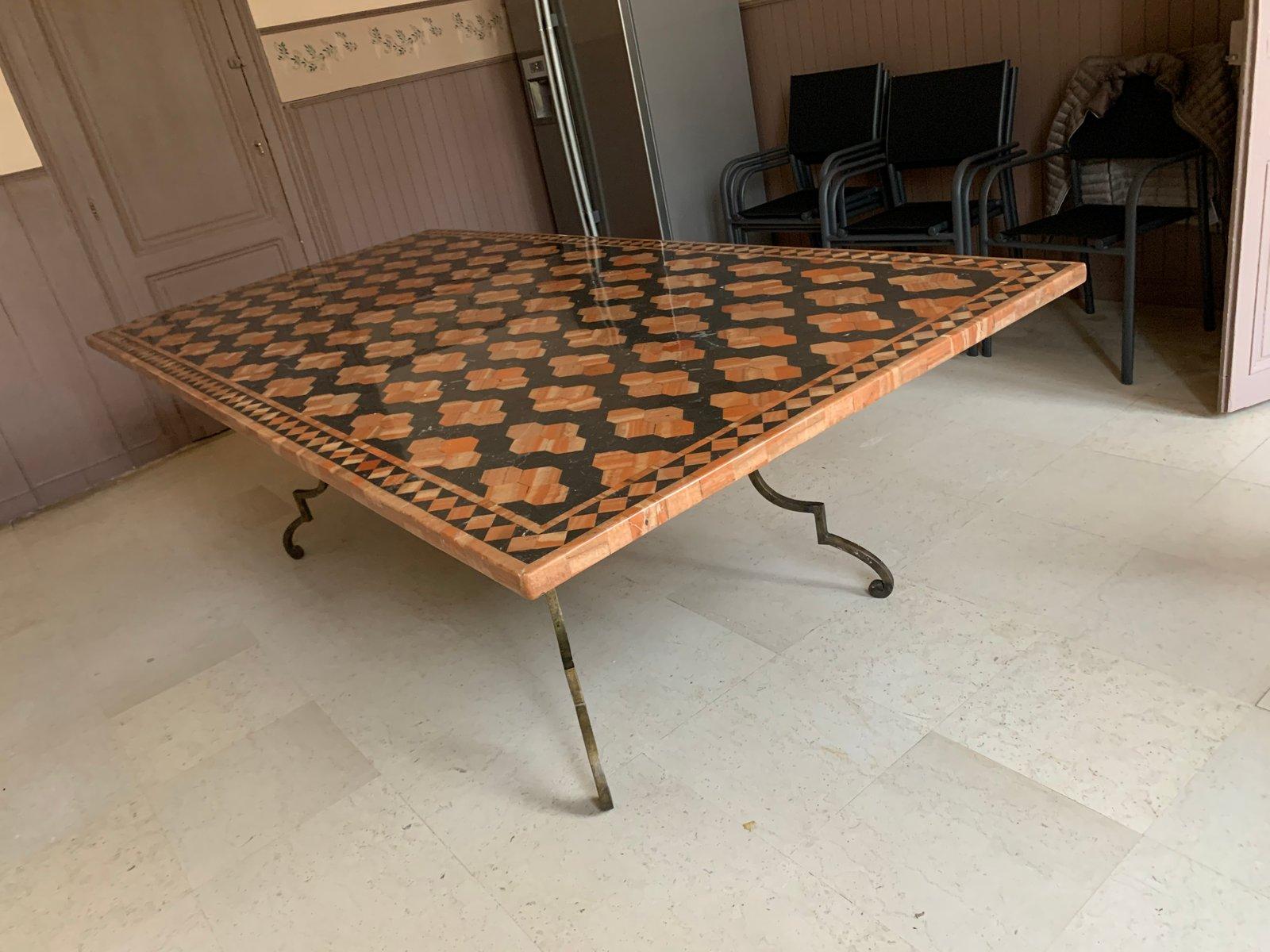 https www pamono fr table de salle a manger en fer forge et marbre 1960s