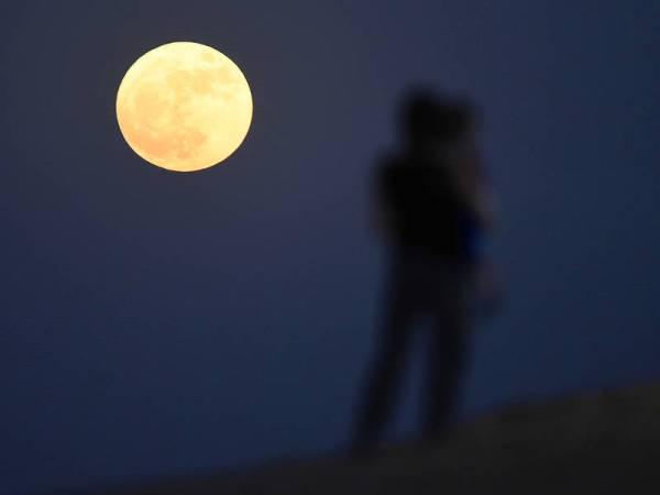 Supermoon Trifecta Starts Now Geminid Meteor Shower Peak