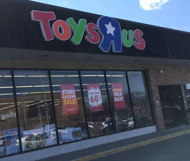 Nearly 1200 Toys R Us Wayne Employees Are Losing Their Jobs