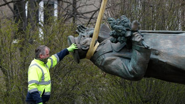 Dismantling the monument to Marshal Konev in Prague