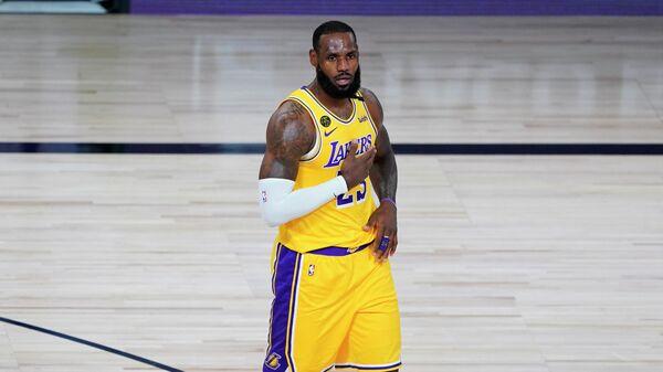 """Дабл-дабл Леброна Джеймса помог """"Лейкерс"""" обыграть """"Денвер"""" в матче НБА"""