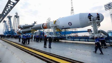 Предстартовый вывоз ракеты Союз-2.1а на стартовую площадку космодрома Восточный. Архив