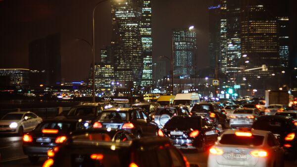 Пробки в Москве в среду вечером достигли девяти баллов
