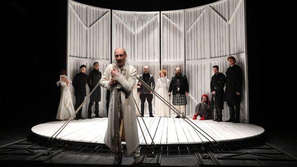 Карэн Бадалов в роли Лира в сцене из спектакля Король Лир в театре Мастерская Петра Фоменко
