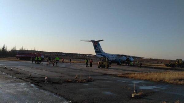 В Мирном пассажиров выкатившегося за ВПП Ан-148 ...