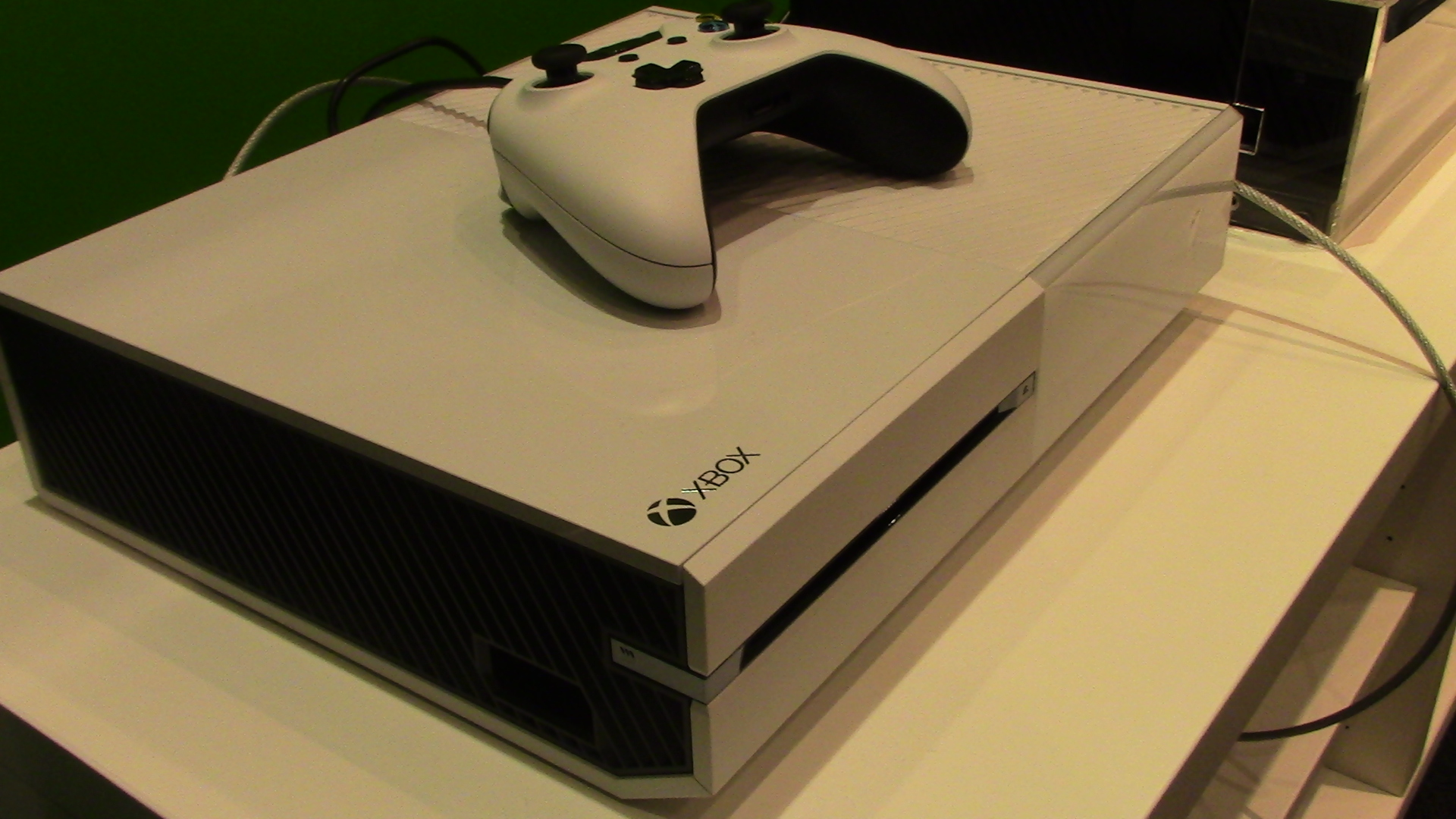 Sunset Overdrives Beautiful White Xbox One Here Are The
