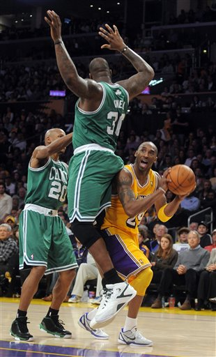 PHOTO Shaquille ONeals Butt In Kobe Bryants Face Just