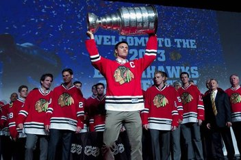 Jonathan Toews hoists the Stanley Cup