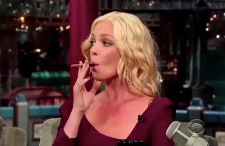 Captura de pantalla 2018 05 03 a las 9.00.55 a.m. - Fumar hace daño, pero esto te da mucho estilo: 26 celebridades que usan su vaporizador en público