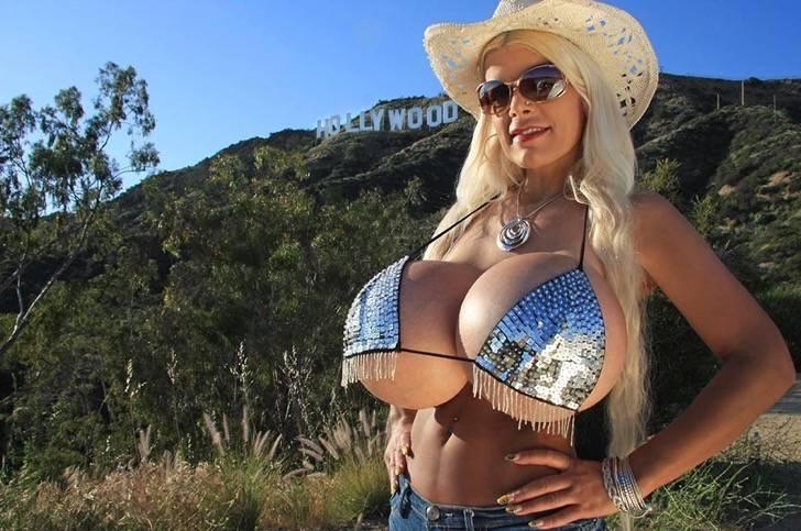 Captura de pantalla 2018 05 10 a las 7.23.14 a.m. - Elle a changé d'ethnie: 12 photos d'une Allemande timide qui a abandonné son teint pâle pour devenir une barbie exotique à la peau noire