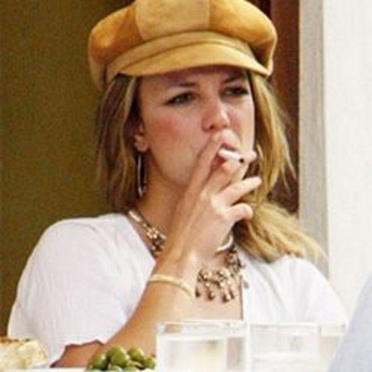 17 - Fumar hace daño, pero esto te da mucho estilo: 26 celebridades que usan su vaporizador en público