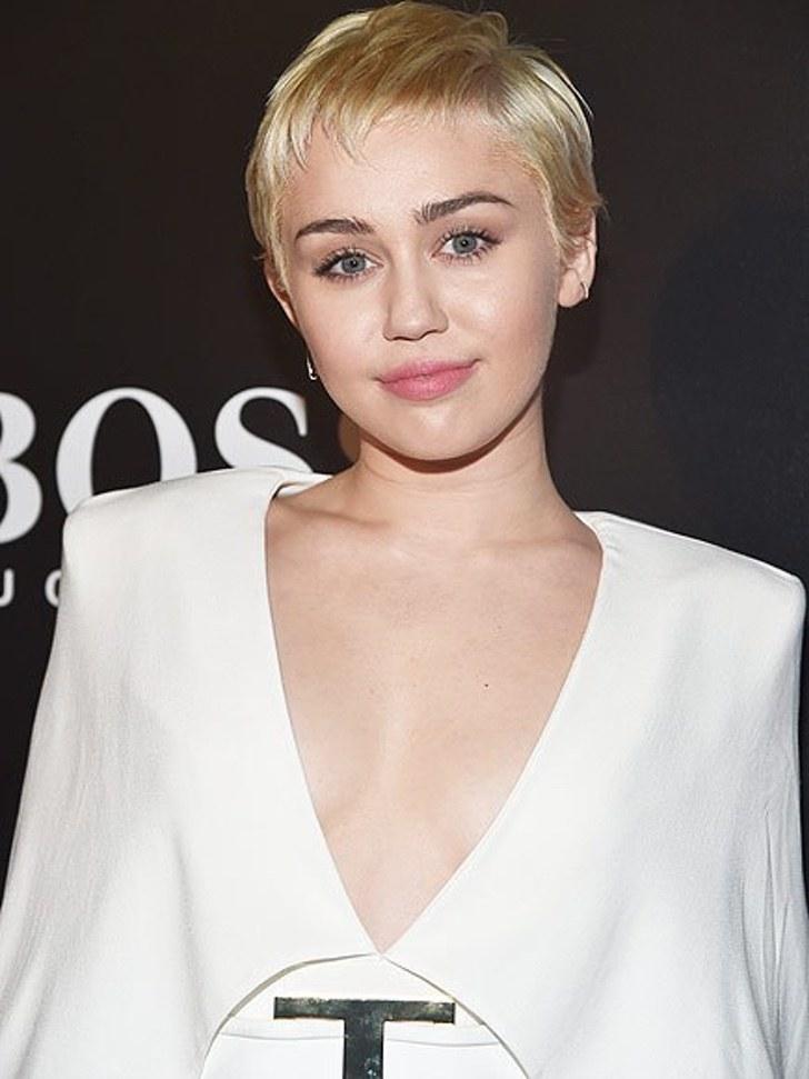 24 7 - 25 famosos que enloquecieron al conocer a sus famosos favoritos. Emma Watson casi llora