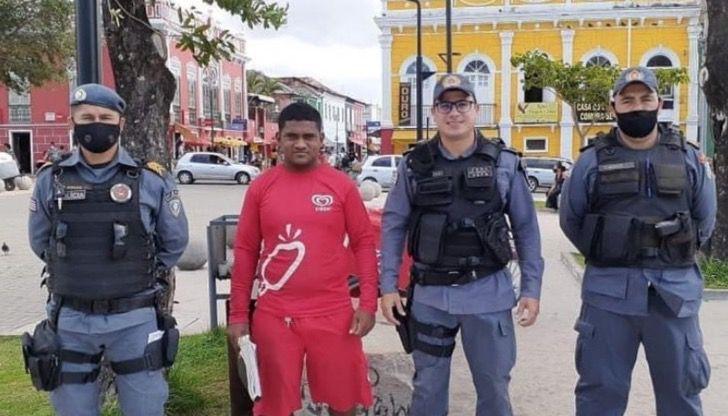 Captura de Pantalla 2020 12 07 a las 14.28.20 - Joven vendedor de helados recibió beca luego de ser sorprendido estudiando. Sueña con ser policía