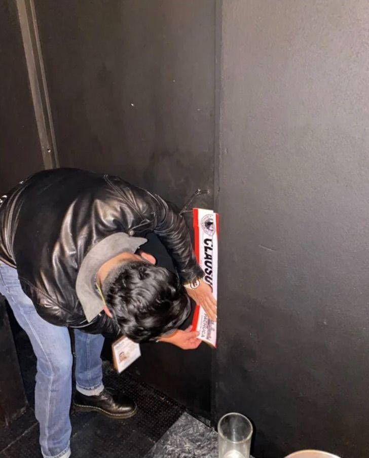 Captura de Pantalla 2021 01 26 a las 11.30.38 - Jóvenes usan un refrigerador falso para entrar a bar clandestino en Pachuca. Aumentan los contagios