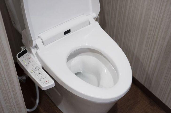 baños inodoros japon tecnologia calentar nachas traseros0001 - Inodoro japonés tiene todo lo que tu trasero necesita. Lo mantiene caliente y brilla en la oscuridad