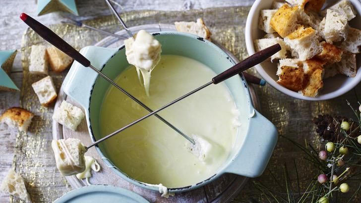 esta receta fondue suiza queso derretido maxima expresion lujo apto invierno 1 - Esta receta de fondue suiza es el queso derretido en su máxima expresión. Lujo apto para el invierno