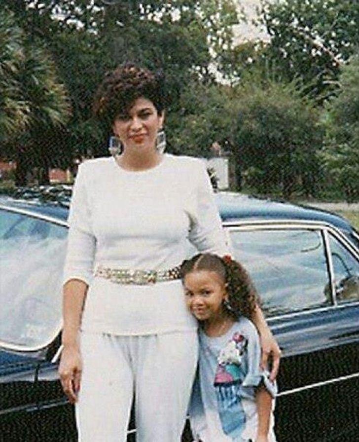 mamas famosas13 - 14 fotos inéditas de las famosas posando junto a sus madres. Beyoncé es igual a su mamá
