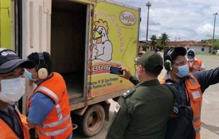 vacuna bolivia coronavirus pollos camion0006 - Vacunas contra el COVID-19 llegan a ciudad de Bolivia en camión de pollos. No había otro transporte