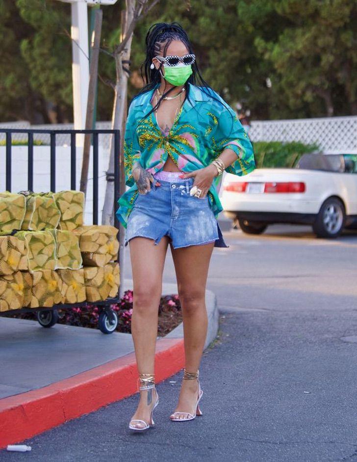 2 89 - Rihanna sorprende de compras en elegantes tacones. Se nota desde lejos que es toda una diva