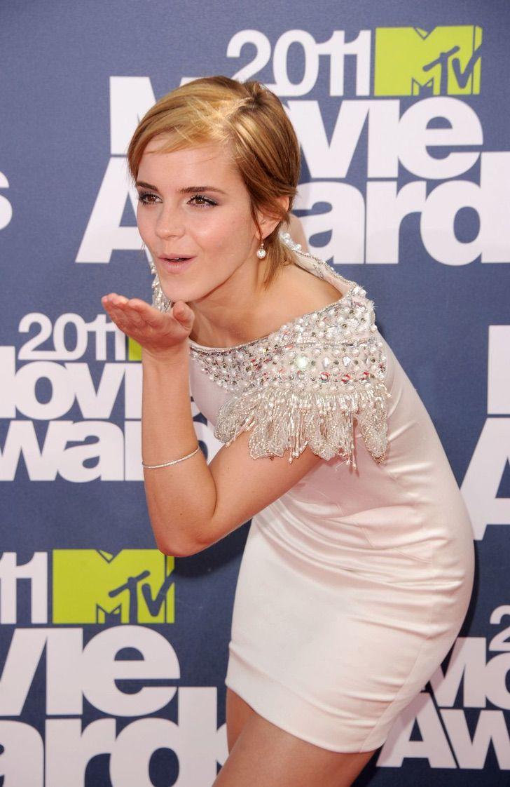 6 54 - 23 famosas que lanzan besos apenas ven una cámara cerca. Emma Watson es toda una profesional