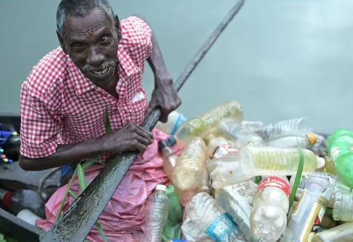 Captura de Pantalla 2021 03 10 a las 16.01.18 - Abuelo con parálisis lucha contra la contaminación de un lago en su bote. Así se gana la vida