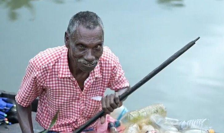 Captura de Pantalla 2021 03 10 a las 16.08.13 - Abuelo con parálisis lucha contra la contaminación de un lago en su bote. Así se gana la vida