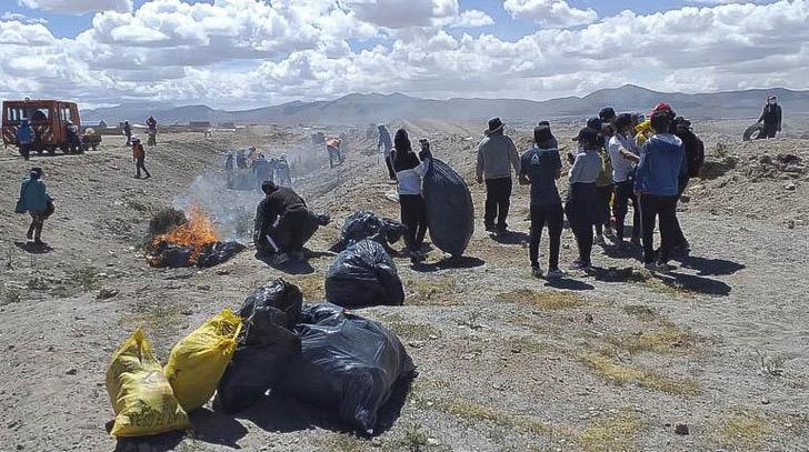 limpieza uyuni - Turista francés logra quitar la basura en Uyuni y ahora hará lo mismo en el lago Uru Uru. Pura vocación