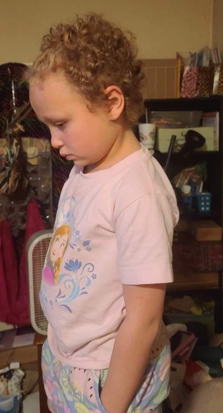 nina 7 anos traumada profesora cortara pelo fuerza 2 - Bambina di 7 anni traumatizzata dopo che l'insegnante le taglia i capelli con la forza. Un atto di discriminazione