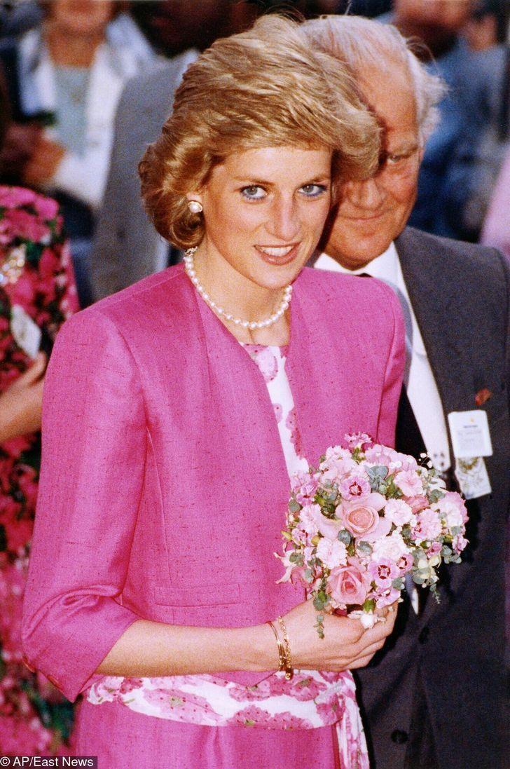 6 76 - 27 veces que Lady Di lució como toda una princesa con sus atuendos rosa
