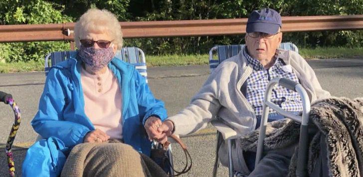 Captura de Pantalla 2021 06 11 a las 10.55.56 - Abuelos viudos encuentran de nuevo el amor y se casaron a los 95 años. Se conocieron en la pandemia