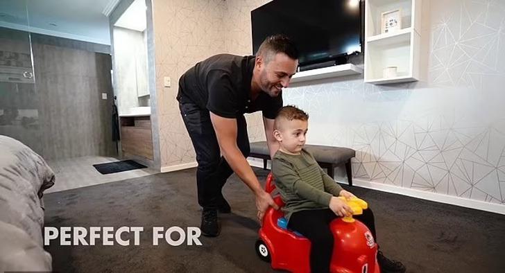 "carrito infantil barre piso vendido ayuda madres 1 - Carrito infantil que barre el piso es vendido como ""ayuda para madres"". Fue criticado por machista"