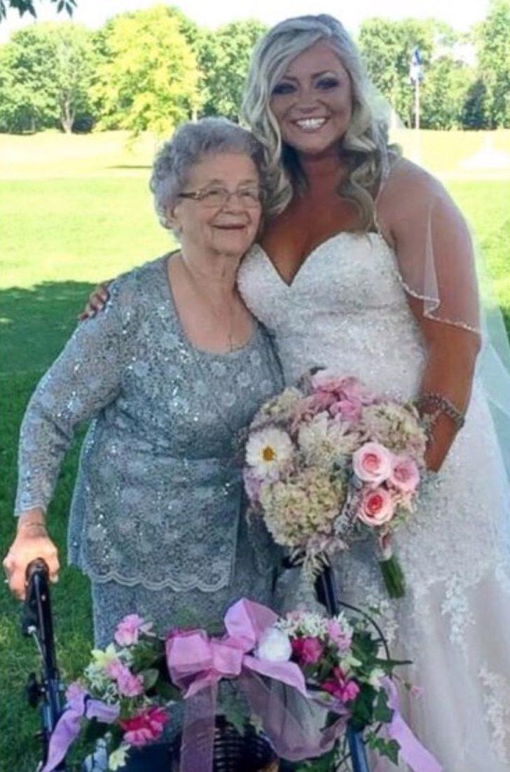 Captura de Pantalla 2021 08 04 a las 16.55.00 - Abuela de 92 años es nombrada como florista y dama de honor en la boda de su nieta. Es un homenaje