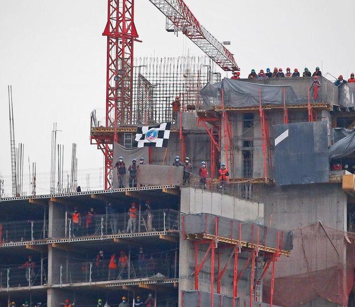 Captura de Pantalla 2021 08 20 a las 13.52.19 - Equipo dio entradas a obreros que apoyaban desde una construcción. Será su primera vez en el estadio