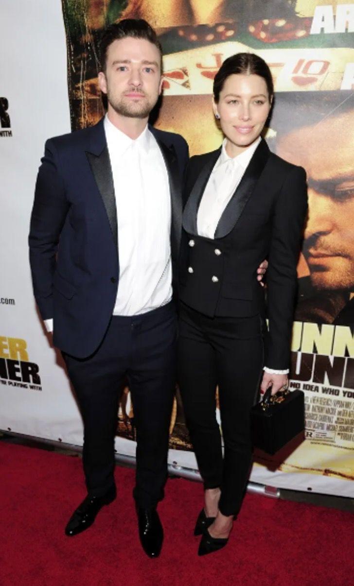 parejas famosos visten igual17 - 18 parejas de famosos que les encanta vestirse igual. Katie Holmes y su novio parecen gemelos