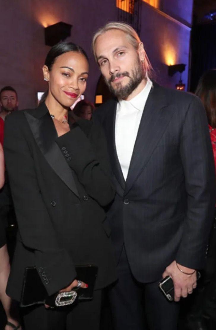 parejas famosos visten igual7 - 18 parejas de famosos que les encanta vestirse igual. Katie Holmes y su novio parecen gemelos