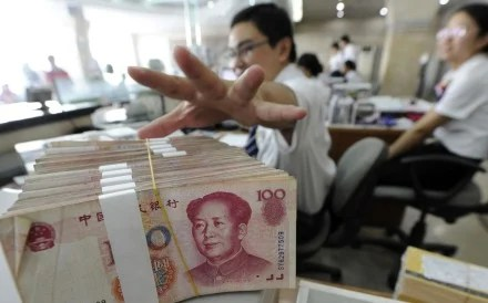 New rules issued by the central bank and the China Securities Regulatory Commission means that investors can only withdraw 10,000 yuan from a single money market fund in one day. Photo: Reuters