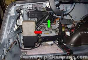 MercedesBenz W211 Dynamic Seat Vacuum PumpReservoir