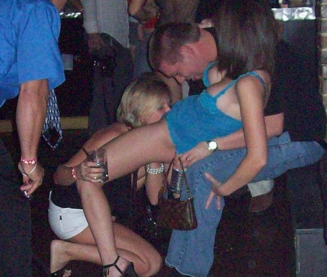 Drunk Girl Eating Pussy At Club