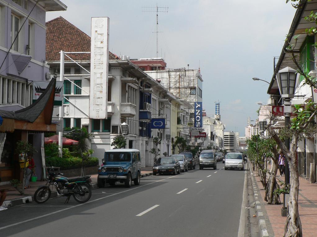 Golden Flower Hotel Bandung - Jalan Braga