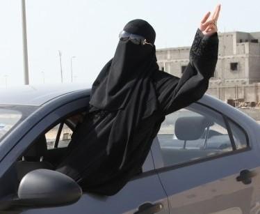 أخبار 24 | صحيفة: مفحطات سعوديات ينافسن الشباب على التفحيط