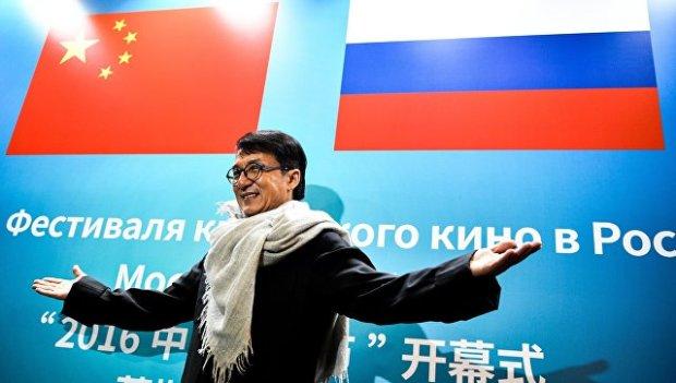 Актер Джеки Чан на церемонии открытия Фестиваля китайского кино в кинотеатре Космос в Москве