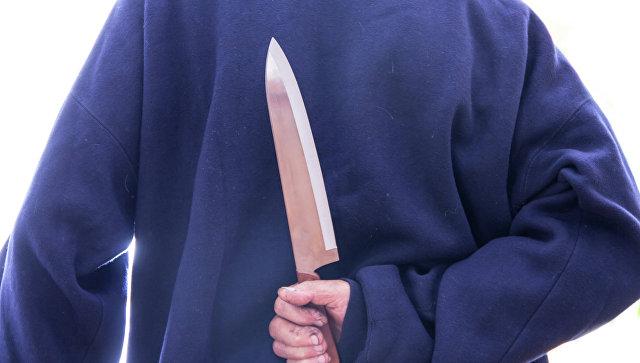 Мужчина с ножом. Архивное фото