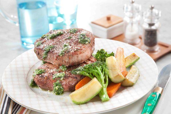 طريقة عمل ستيك اللحم بصلصة الريحان منال العالم