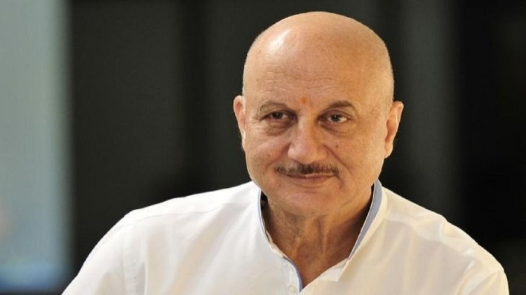 Actor Anupam Kher share song video for bald people on twitter watch here  अनुपम खेर वीडियो - News Nation