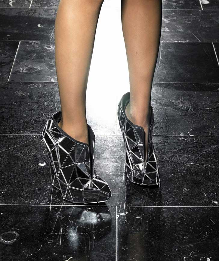 Andreia-Chaves-Invisible-Shoes-1