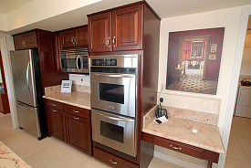 Double oven & microwave: Kendyl Young/flickr