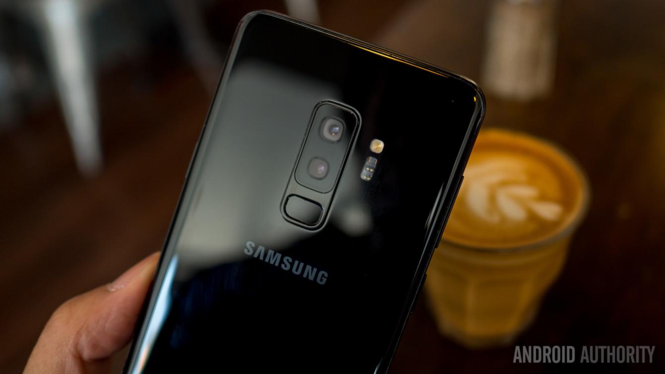 A parte traseira do Samsung Galaxy S9 Plus.