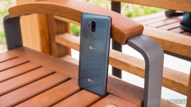 LG G7 ThinQ vs competition